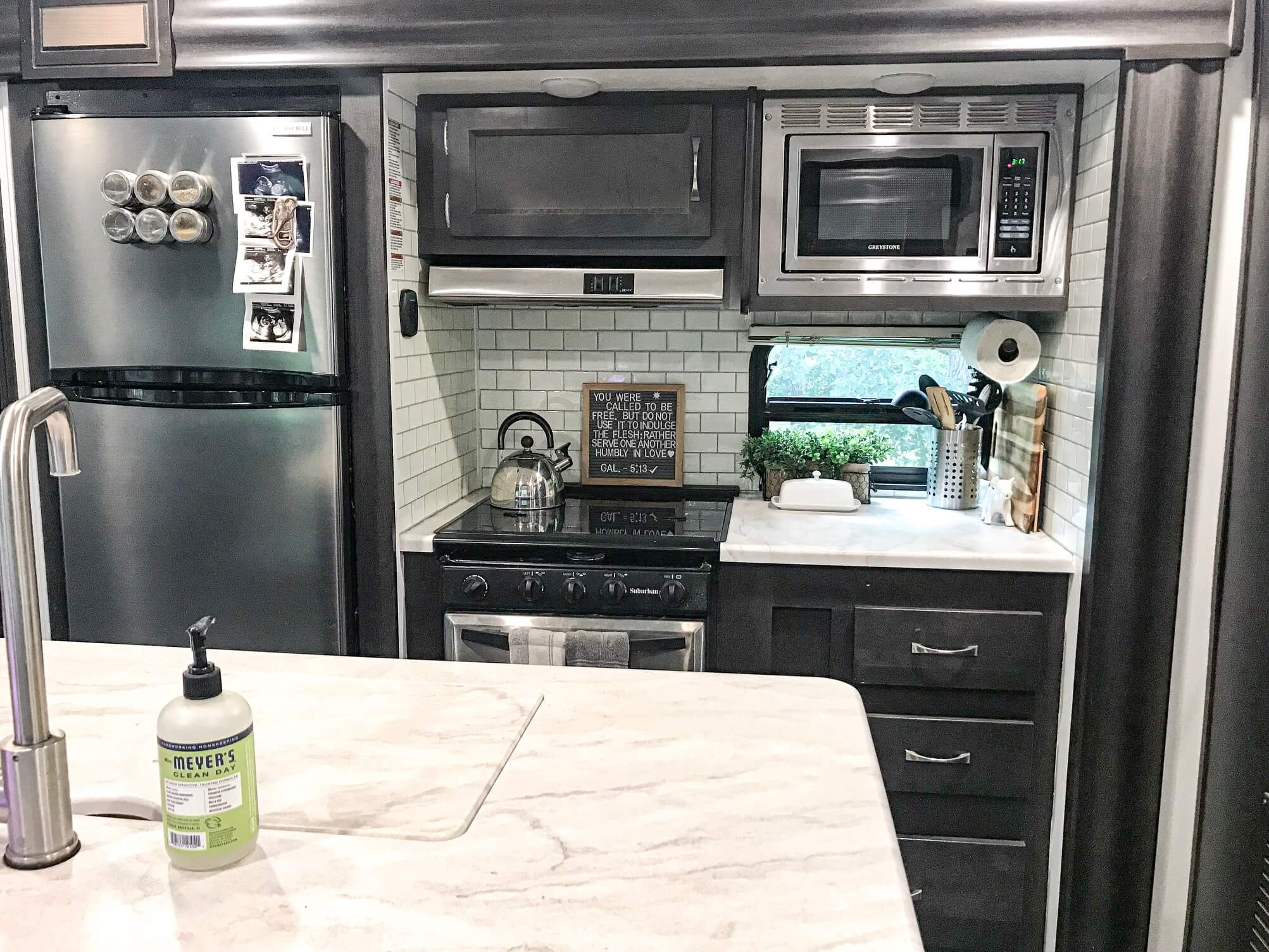 IMG 7114 2 - RV Remodel : How To Use TIC TAC TILE To Upgrade Your RV Kitchen